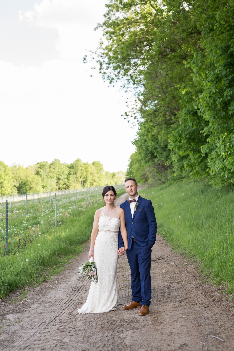 montreal_lifestyle_wedding_photographer_photography_orchard_winery_photographe_mariage_vignoble_rougemont-39